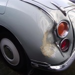 Figaro with damaged rear wing